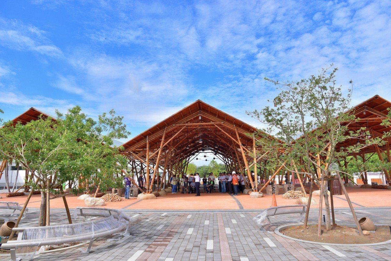 台中花博外埔園區的輕食竹棚服務區。圖/台中市政府提供