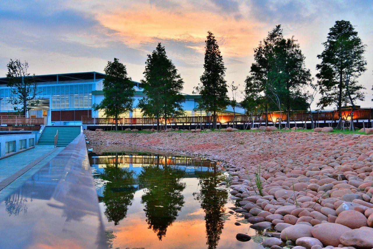 台中花博外埔園區以農業為設計理念,面積共16公頃,有「花」、「農」、「竹」及「水...