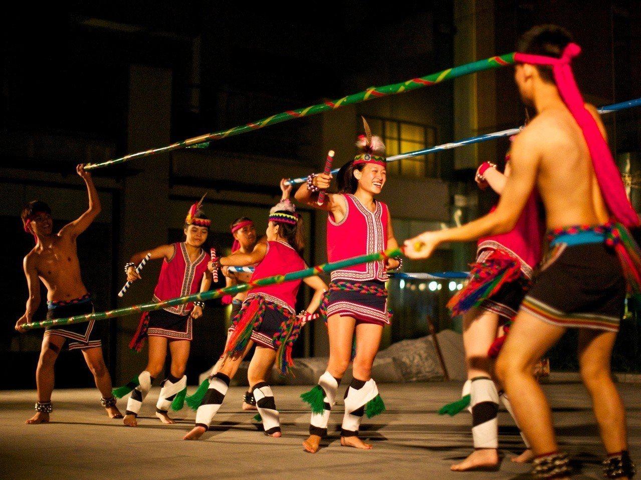 台灣各個部落輪流舉辦熱鬧的豐年祭活動,太魯閣晶英酒店也趁此推出「部落巡禮16族」...