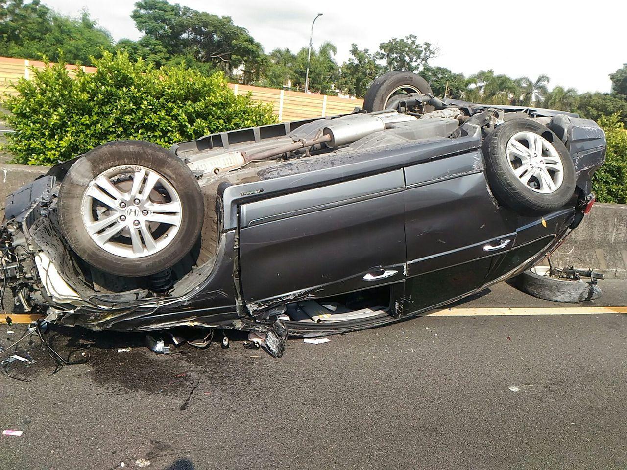 台南國道1號南下326.4公里處發生交通事故,今天下午3點09多傳出王姓駕駛的休...