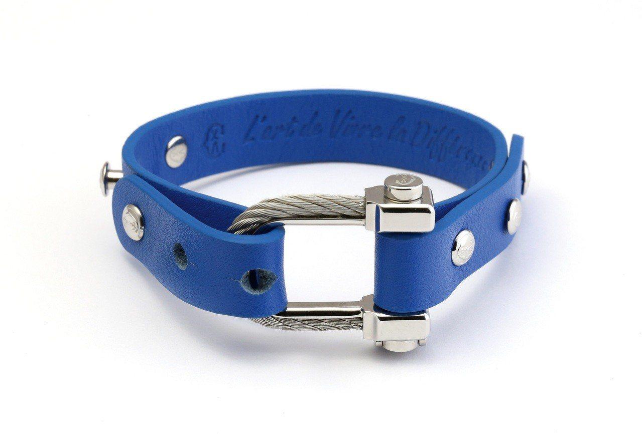 夏利豪PONT DAMOUR 愛之橋系列藍色皮革手環,6,400元。圖/夏利豪提...