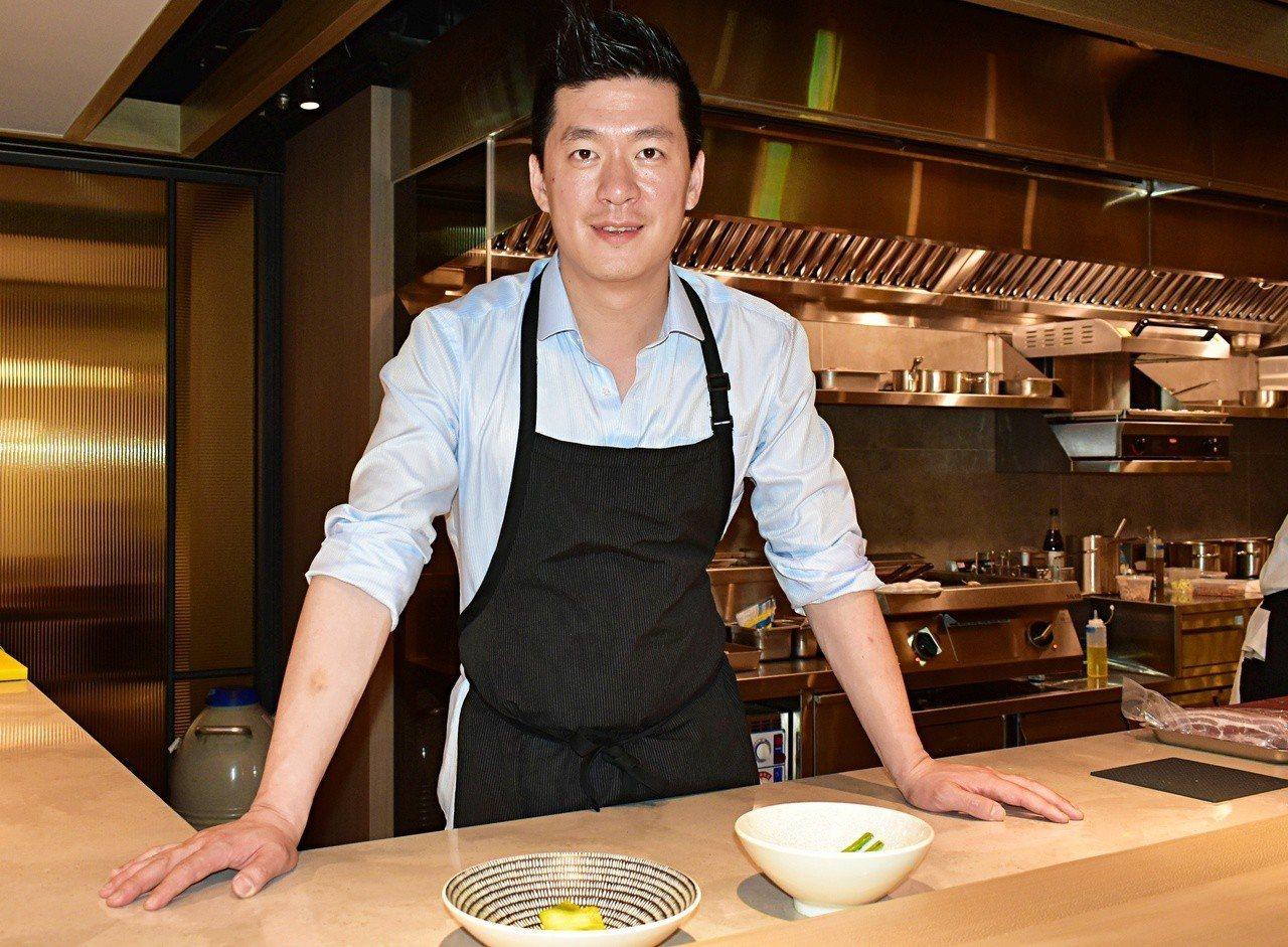 好萊塢天菜大廚李皞返台開餐廳IMPROMPTU,向饕客展現自己即興的一面。記者魏...