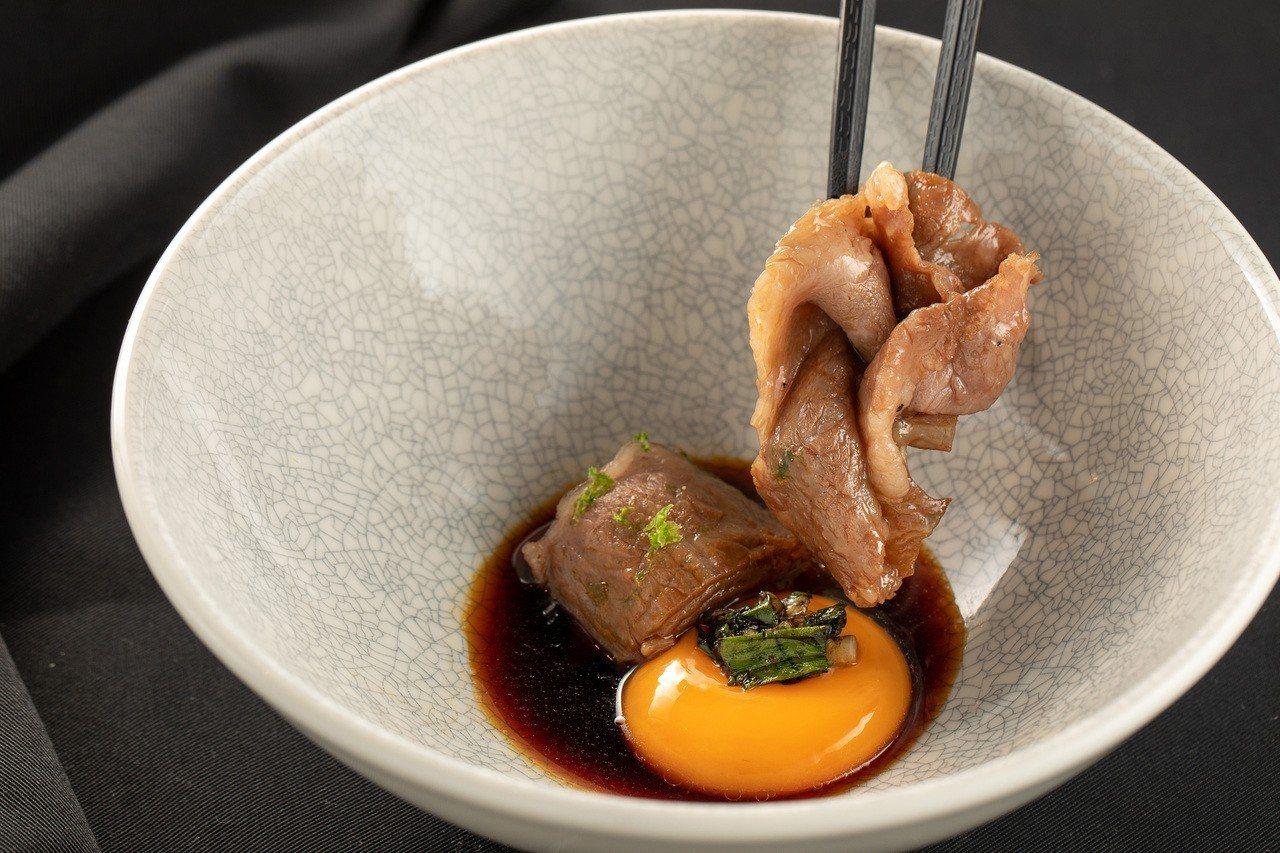 以壽喜燒料理為元素呈現日本和牛。圖/IMPROMPTU提供