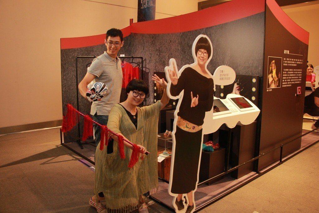 新光三越台北天母店「這夏聽她說系列一我的心裡只有她」巡迴展。圖/新光三越提供