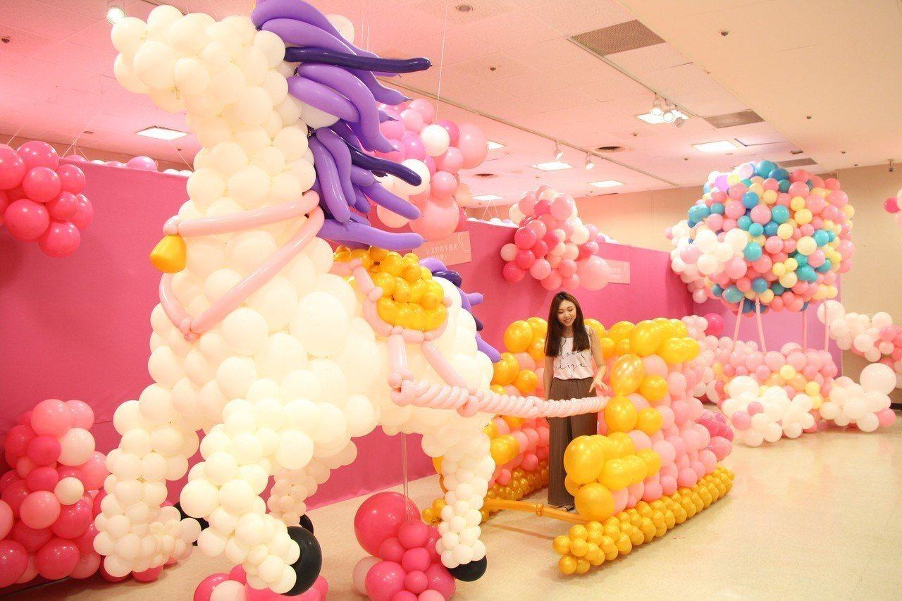 新光三越台北站前店「抱歉,我有公主病」氣球展。圖/新光三越提供