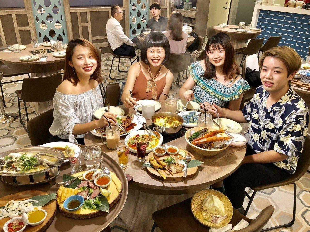 以藍象廷泰鍋聞名的品華國際餐飲集團,今日在台中廣三SOGO百貨開出第一家「意思泰...