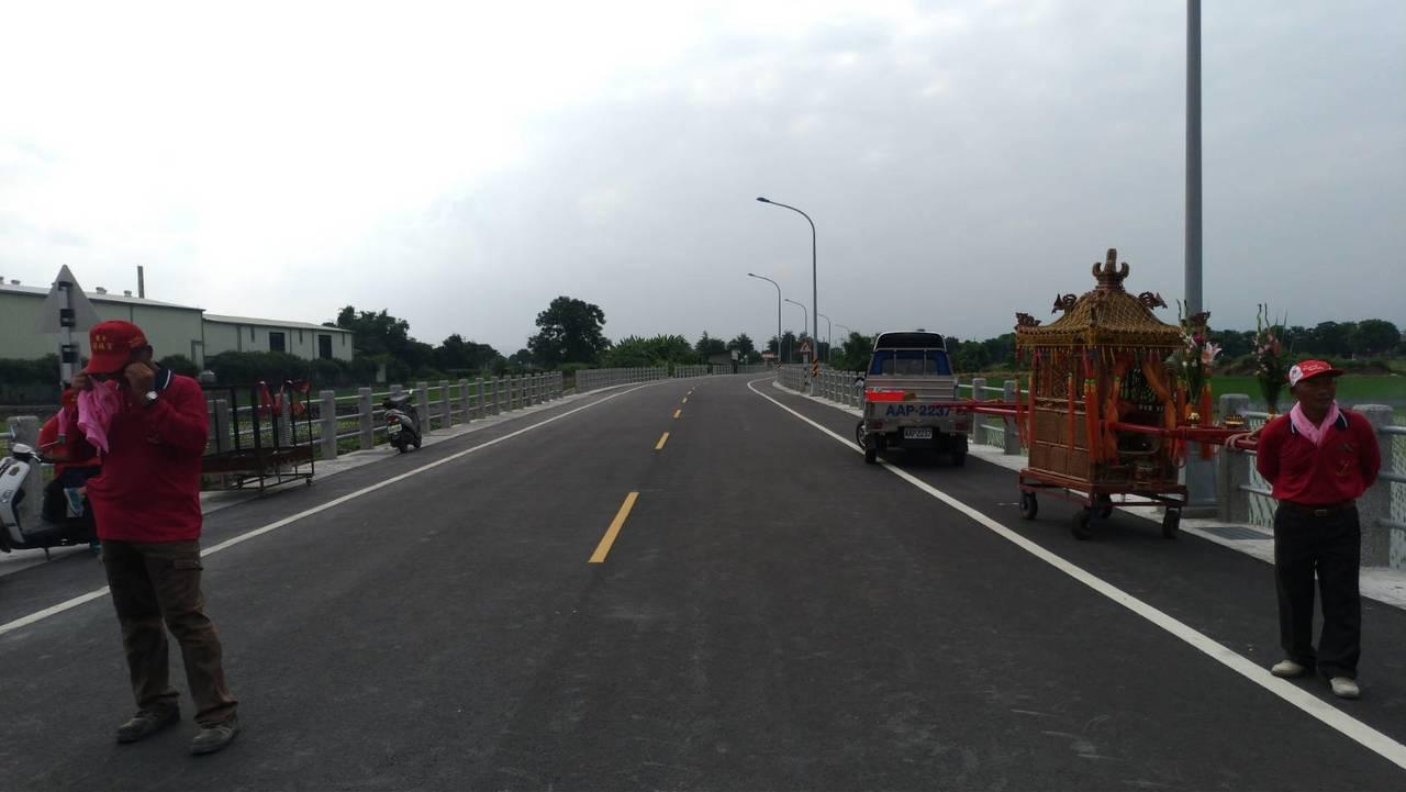 為健全縣內交通,雲林縣政府爭取4500多元經費,建設莿桐鄉9號道路,通車後將打通...