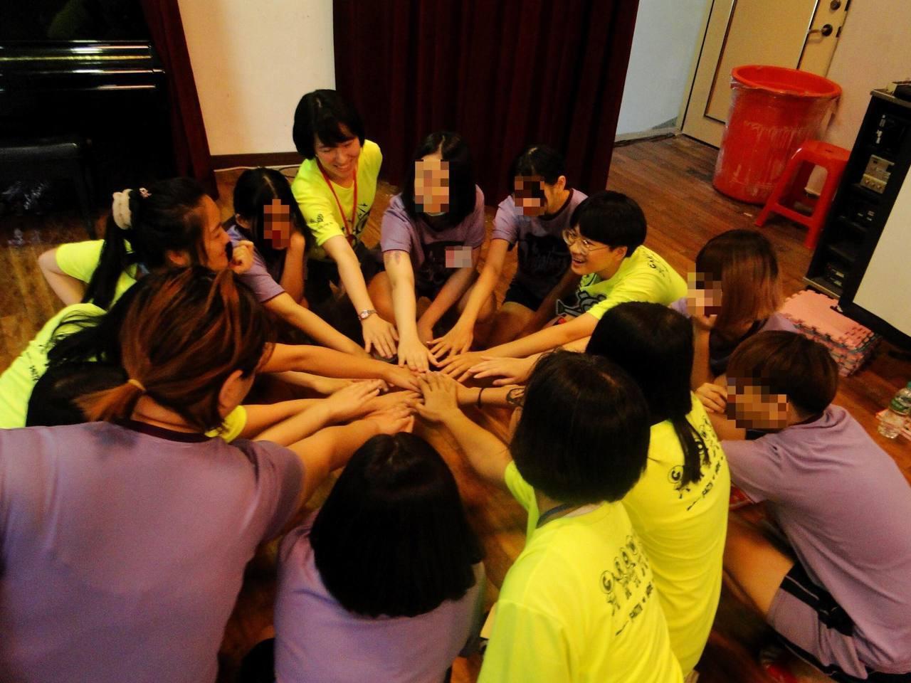 中華民國更生少年關懷協會舉辦為期三天的「更生轉化營」,今率70名志工到台北少年觀...