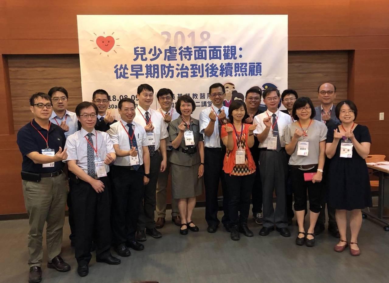 台灣兒童急診醫學會今天在嘉義基督教醫院舉行「兒童虐待面面觀」,從各層面探討現況。...