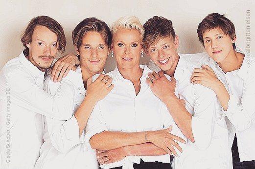 布莉姬尼爾森的4個兒子都已經長大成人。圖/摘自Instagram