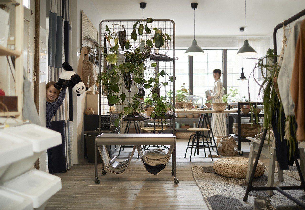 以室內植栽、藤材製KANELSTÅNG盆栽架及IKEA365+保鮮盒打造愛地球的...