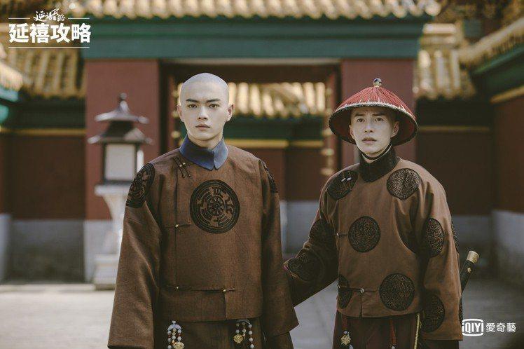 許凱(左)與王冠逸劇中是侍衛同僚。圖/愛奇藝台灣站提供
