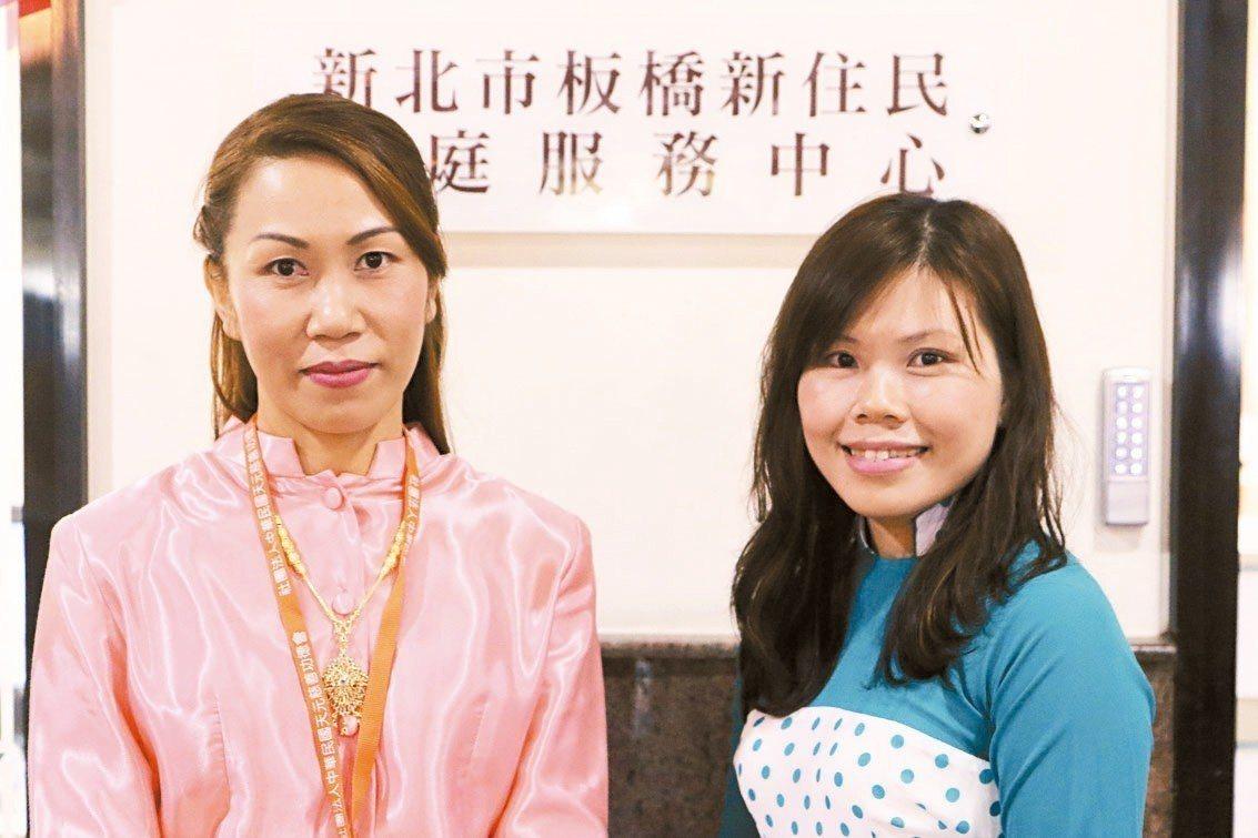 新住民陳蘭倫(左起)、農廷芳常會在板橋新住民中心協助需要幫忙的新住民們。 記者王...
