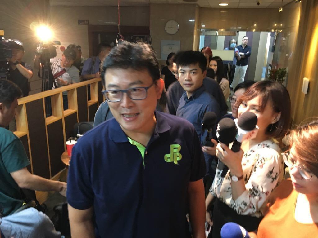 民進黨台北市長參選人姚文智接受廣播節目專訪。 記者張世杰/攝影
