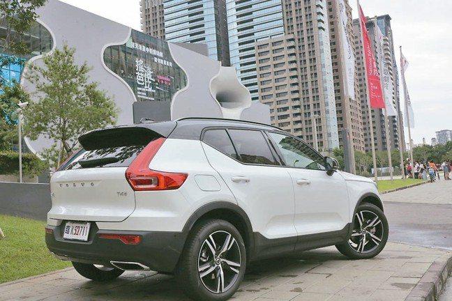 直立式車尾燈、曲面尾門設計,成就科技的視覺饗宴。 圖/陳志光