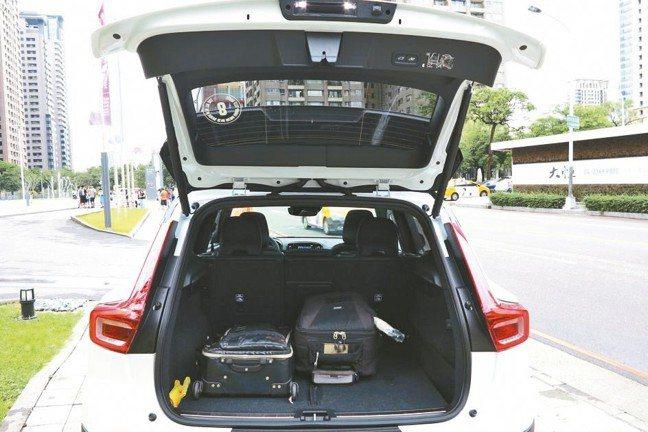 行李箱寬敞且能靈活變化,機能性一流。 圖/陳志光