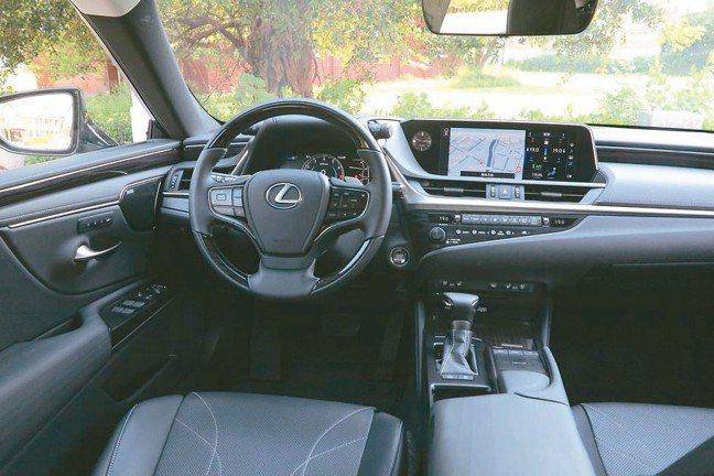 全新ES以駕駛為中心的全新駕駛艙。 圖/陳志光