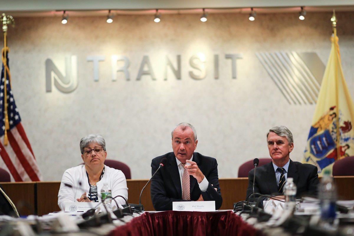 新澤西運輸局(NJ Transit)近兩周連續發生尖峰時段無預警取消列車,州長墨...