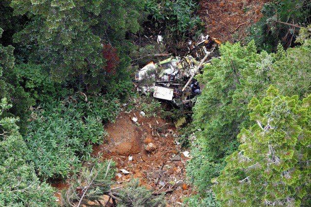 日本群馬縣的防災直升機墜毀,下午發現直升機殘骸,目前已知兩人死亡,機上另外7人的...