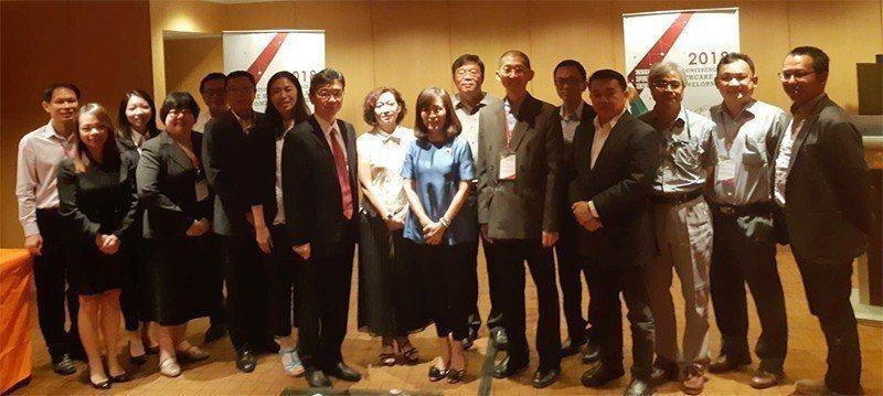 新加坡12位醫療產學代表日前組團來台拜訪成功大學,期能建立與成大交換學生的合作機...