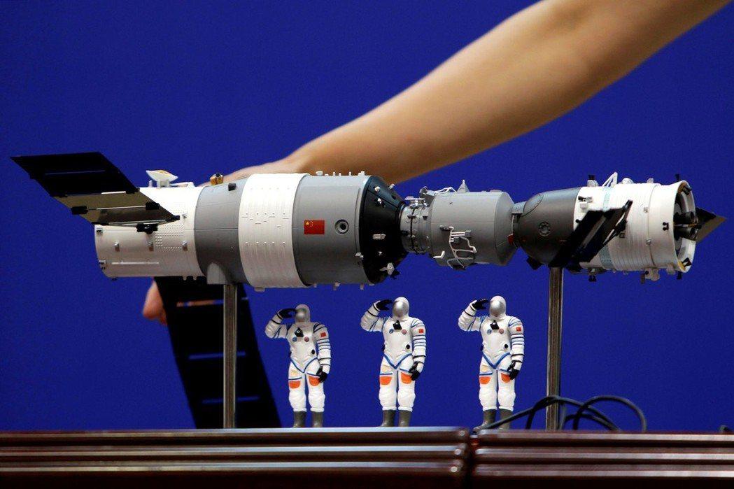 科技進步的腳步卻繼續前進,人類對於網路科技、傳播技術越重,對人造衛星的倚賴也越深...