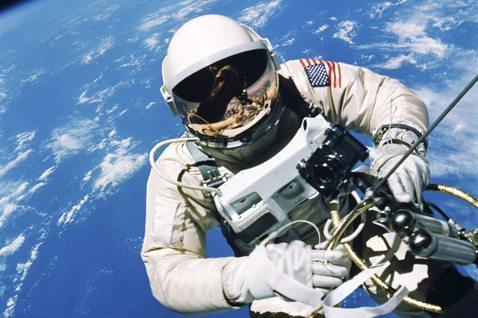 五角大廈也不認為太空建軍有什麼迫切的必要性,「由空軍領導太空部隊」根本才是合理。...