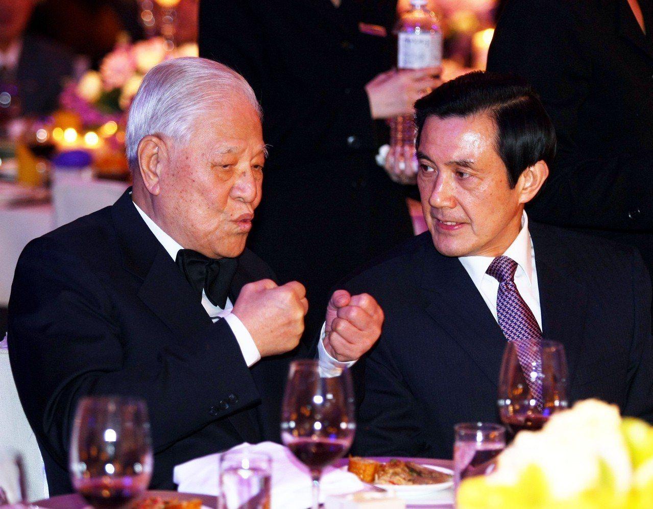 李登輝曾支持馬英九選台北市長,但2000年泛藍倒李風潮後交惡。 圖/台北市攝影記...