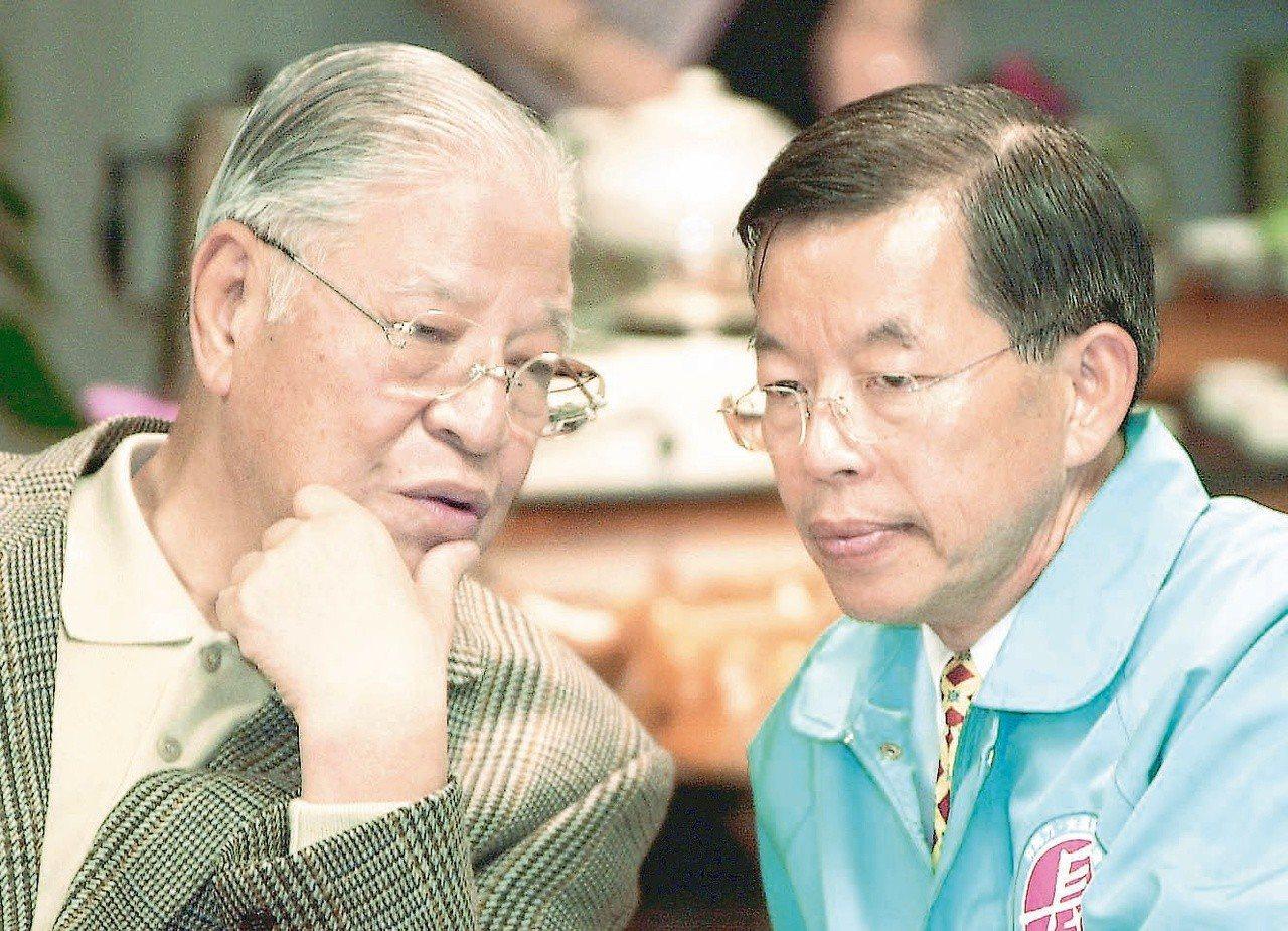 李登輝(左)挺過的總統和總統候選人,最後沒有以惡言相向收場的,只有謝長廷(右)。...