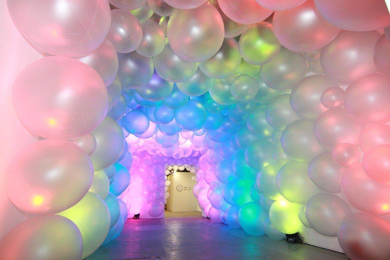 高雄色廊展氣球廊道。(圖/文 聯合數位文創提供)