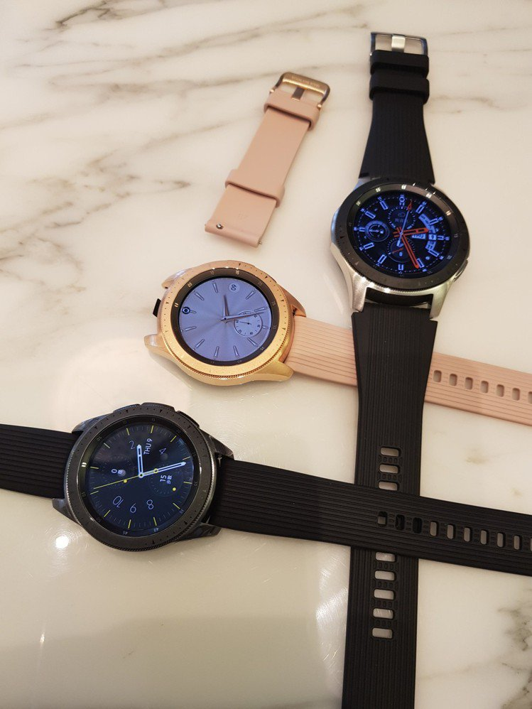 Samsung Galaxy Watch可更換個性化表面及表帶。記者陳立儀/攝影