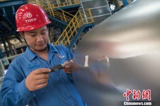 山西太原鋼鐵集團生產出中國最薄不銹鋼,厚度僅0.002公分的「手撕鋼」。取自中新...