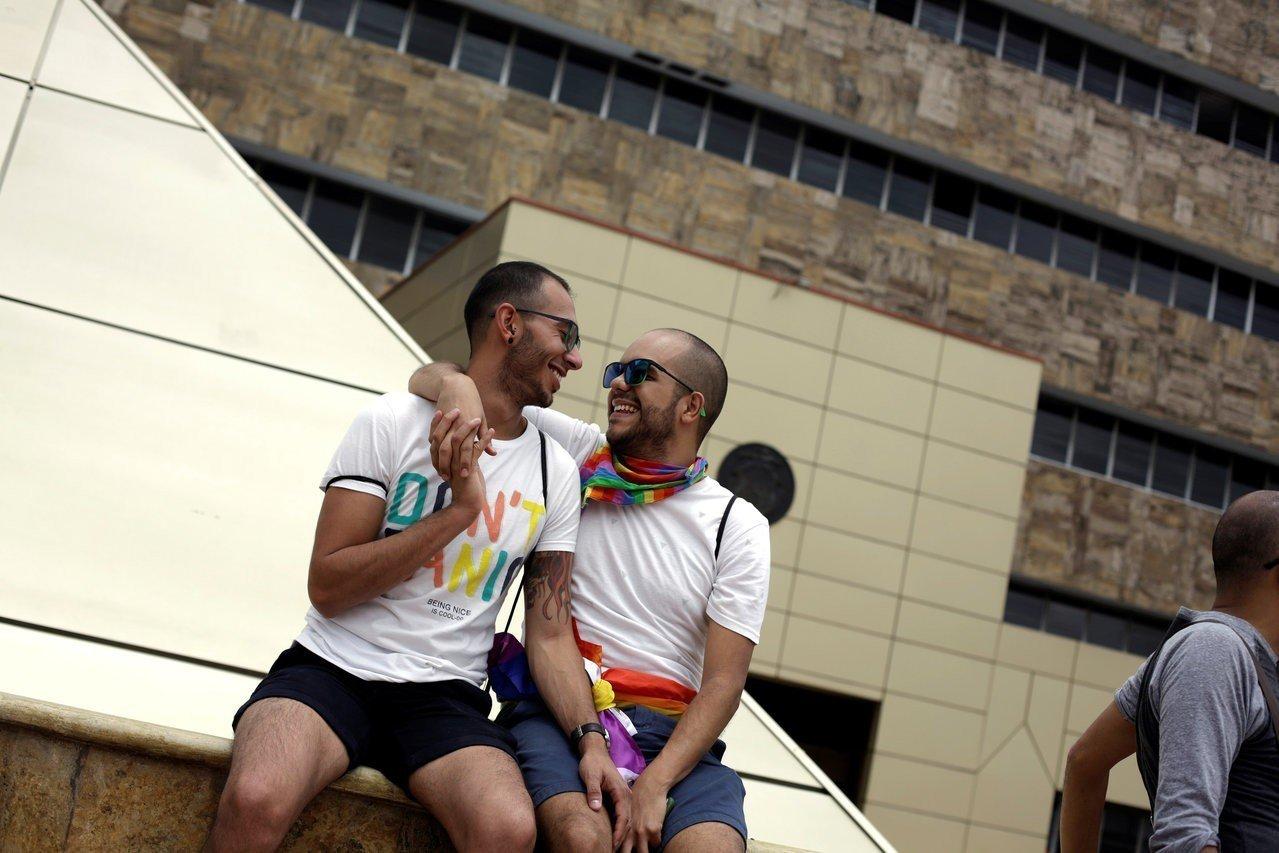 哥斯大黎加最高法院裁定,禁止同性婚姻的法律規定有違憲歧視之嫌,給予國會18個月時...