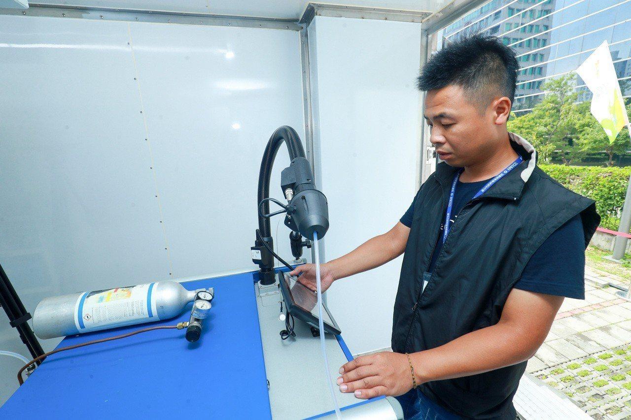 台中市新購4座移動式空氣品質監測站啟用。記者喻文玟/攝影
