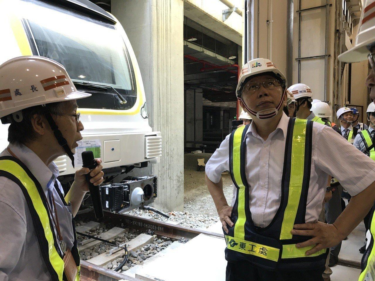 台北市長柯文哲今天上午視察捷運環狀線第一階段工程。記者陳珮琦/攝影