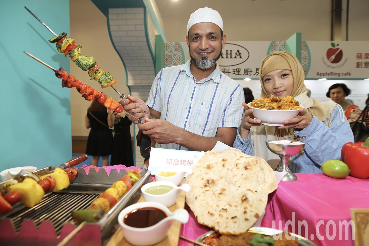 台灣美食展開幕,館內展出穆斯林清真認證美食。記者許正宏/攝影