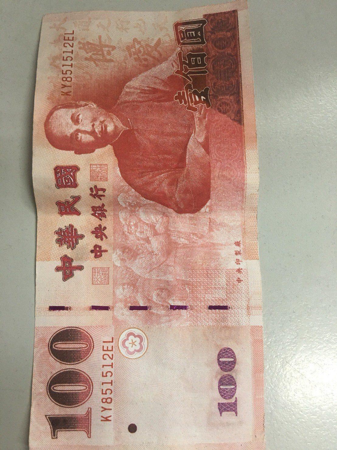 台中市北屯市場有多家攤商收到百元偽鈔,台中市第五警分局已展開偵辦。記者陳宏睿/翻...