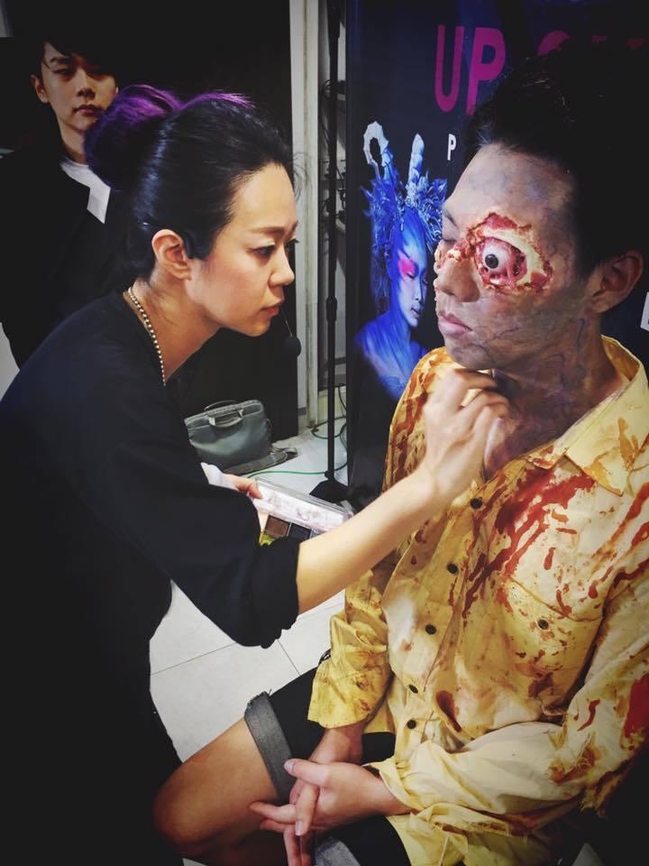 赴海外學習電影特效彩妝的張芷寧,曾為多部國片擔任彩妝。圖/張芷寧提供