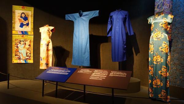 台灣收藏家王水衷捐出珍藏的338件海派旗袍,包括清代旗女袍服、長馬甲、倒大袖上襖...