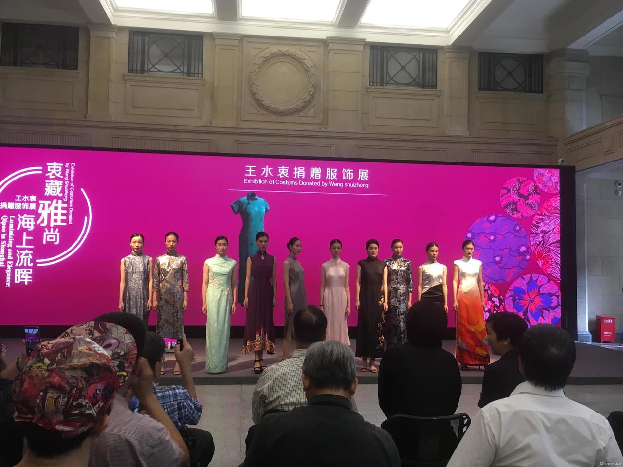 台灣收藏家、台北中華文物學會理事長王水衷捐贈海派旗袍338件給上海歷史博物館,舉...