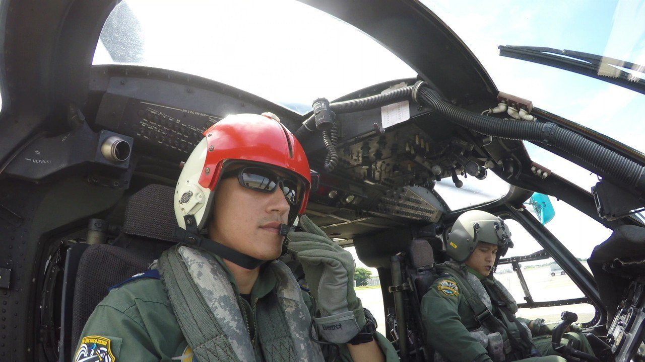 海鷗直升機飛官戴老爸的頭盔一起飛,背後有段故事。記者徐宇威/攝影