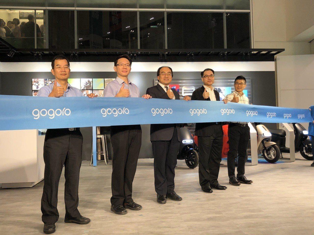Gogoro首座宜蘭門市今天正式開幕,這也是東半部第一個換電站,工業局長呂正華(...