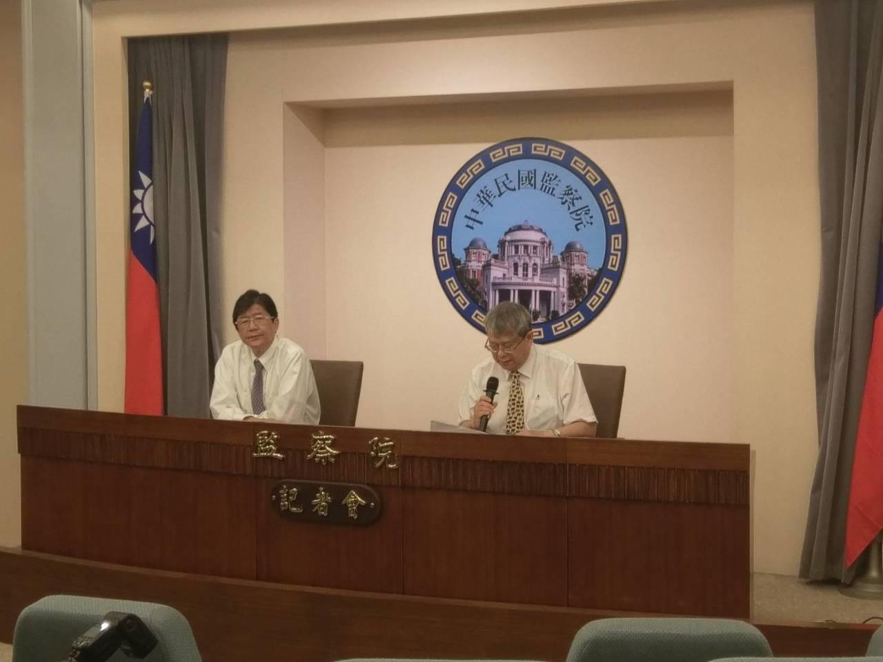 監察委員蔡崇義(左)、陳師孟(右)。記者徐偉真/攝影