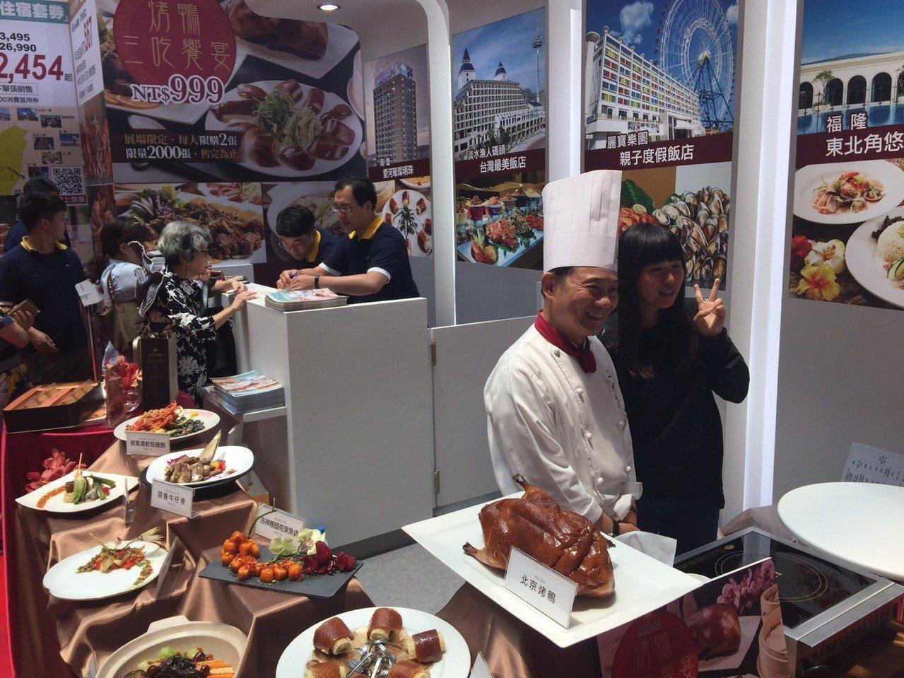 阿基師魅力也稍退,今年美食展第一天人氣火力集中在小吃區。記者羅建怡/攝影
