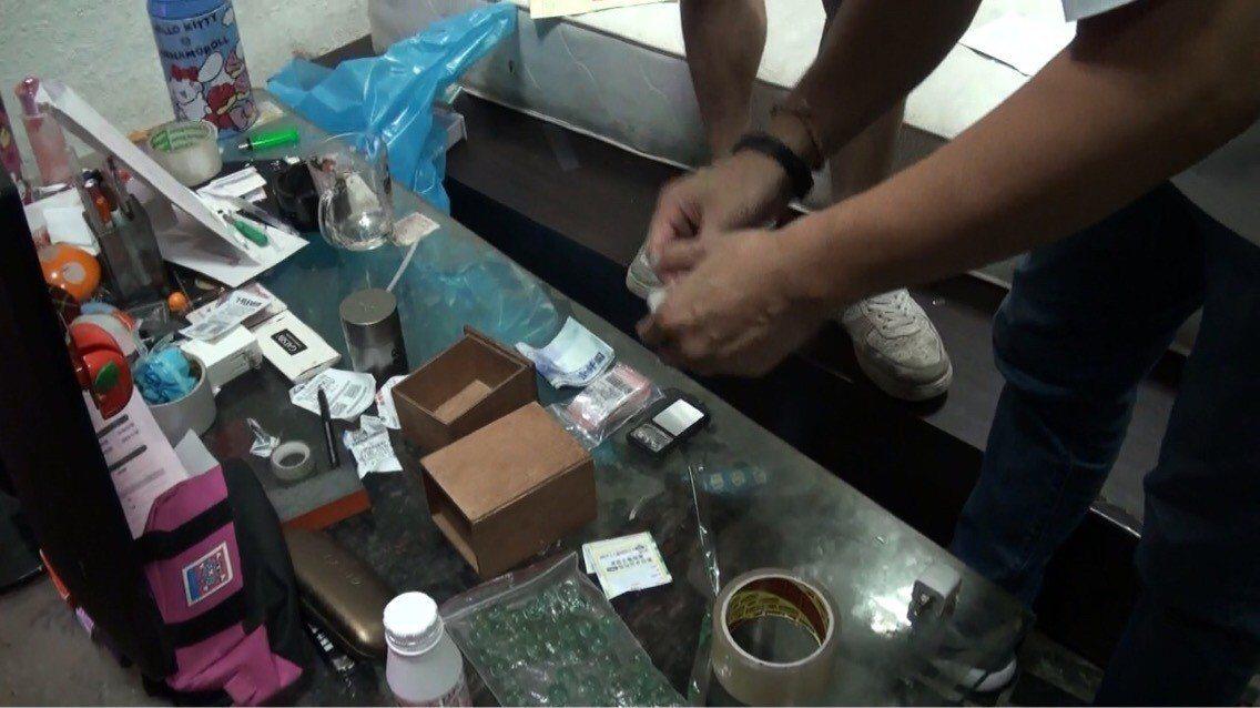 趙姓男子涉嫌以毒品控制少女被逮,警方追查毒品來源,再逮3名藥頭。記者李奕昕/翻攝