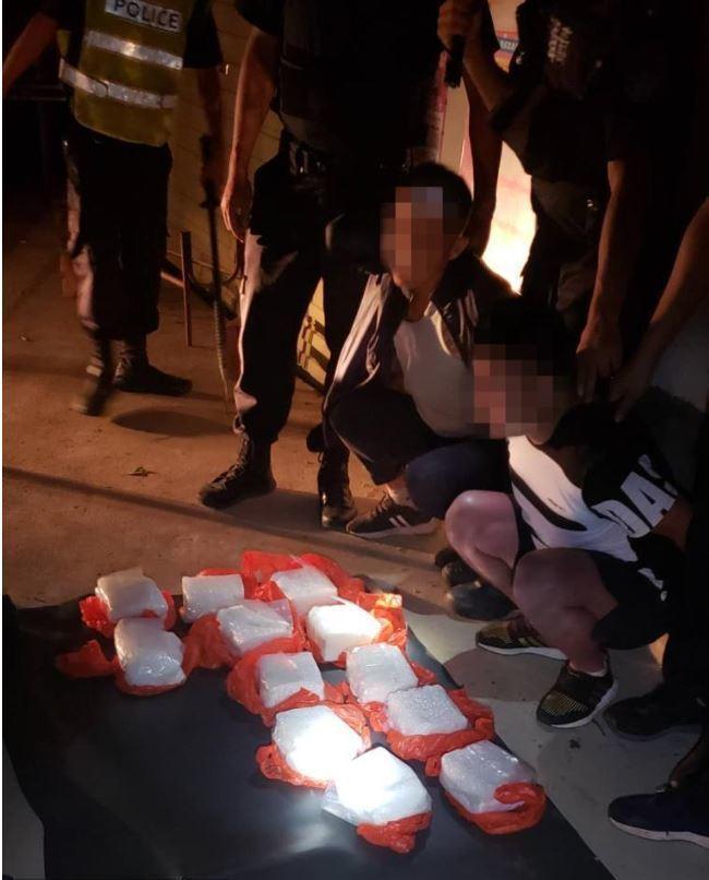 雲南警方在中緬邊境線附近當場查獲高純度「冰毒」24公斤,黑市價格相當7.3億新台...
