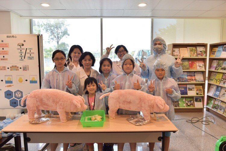 新竹市「第三屆小小獸醫夏令營活動」授證30位學童成為友善動物大使。照片/市府提供