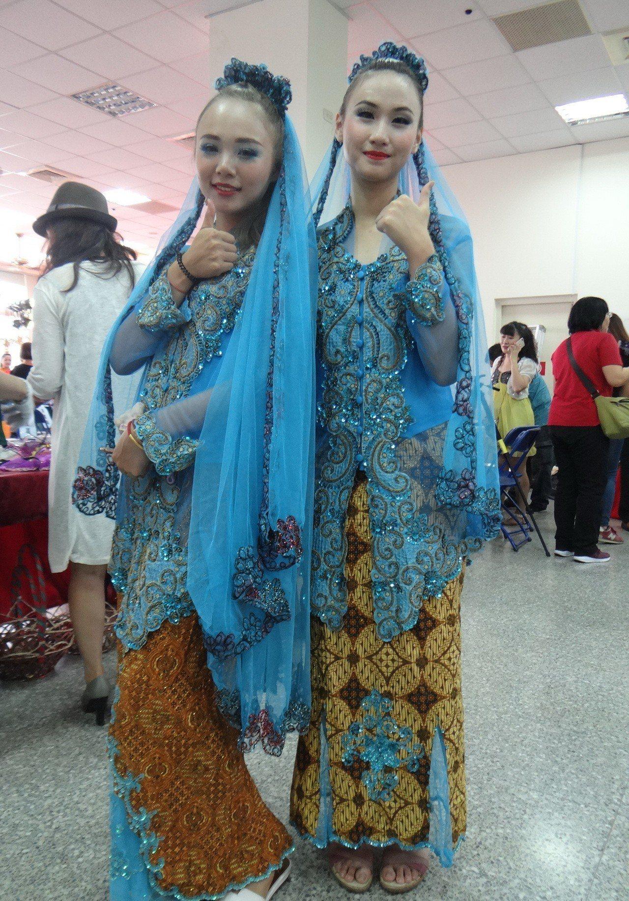 印尼媽媽以本國美麗的服裝,表演動人的舞蹈和走秀。記者蔡維斌/攝影