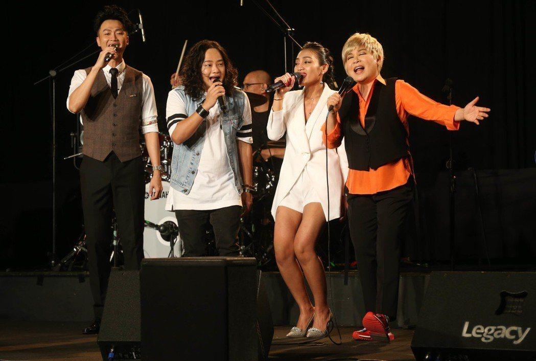 左起林俊逸、賴銘偉、葉瑋庭、黃小琥。記者林俊良/攝影