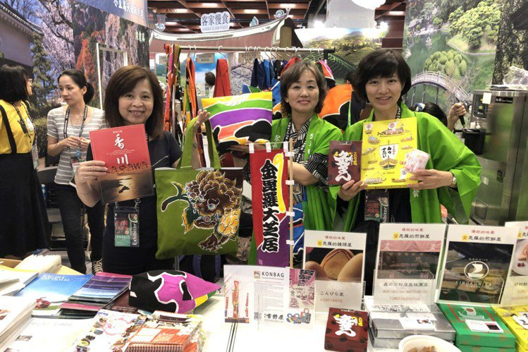 香川展攤上有煎餅、饅頭與手工布袋等特色物產。記者陳睿中/攝影