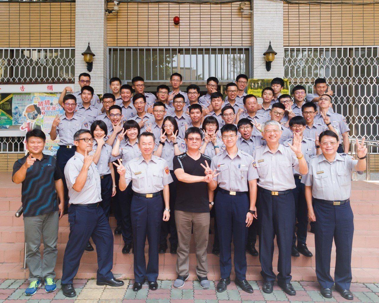 38名警校實習生今天結束在二分局的兩個月實習, 不少人自認滿載而歸。 圖/二分局...